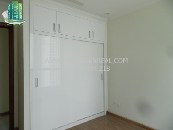 images/thumbnail/unfurnished-3-bedrooms-apartment-in-vinhomes-central-park-for-rent_tbn_1480578126.jpg